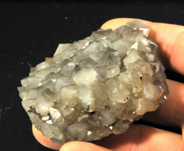 Quartz sur fluorite de la mine de Maxonchamp (Vosges).