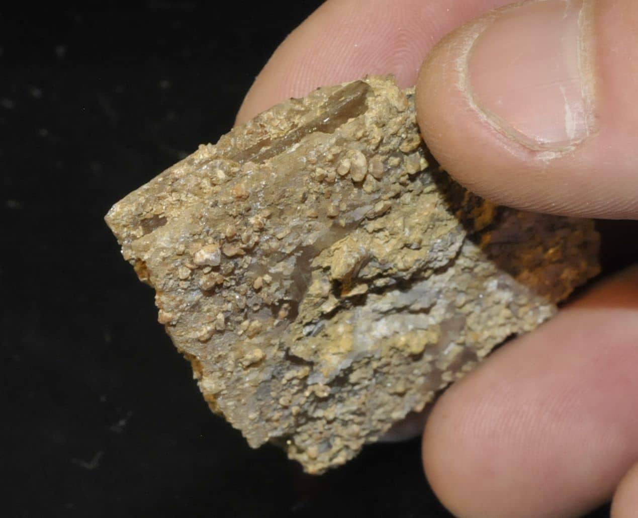 Stolzite de la mine de Sainte-Lucie à Saint-Léger-de-Peyre en Lozère.