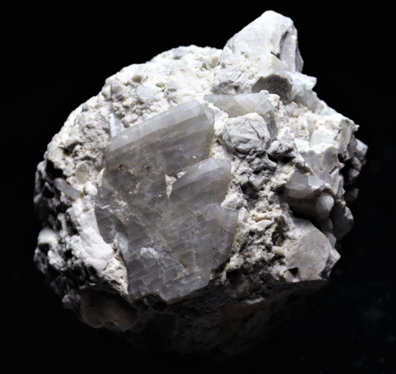 Albite avec cristaux maclés du Roc Tourné près de Modane (Savoie)