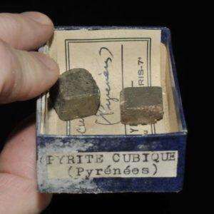 Pyrite cubique des Pyrénées (ex Deyrolle).