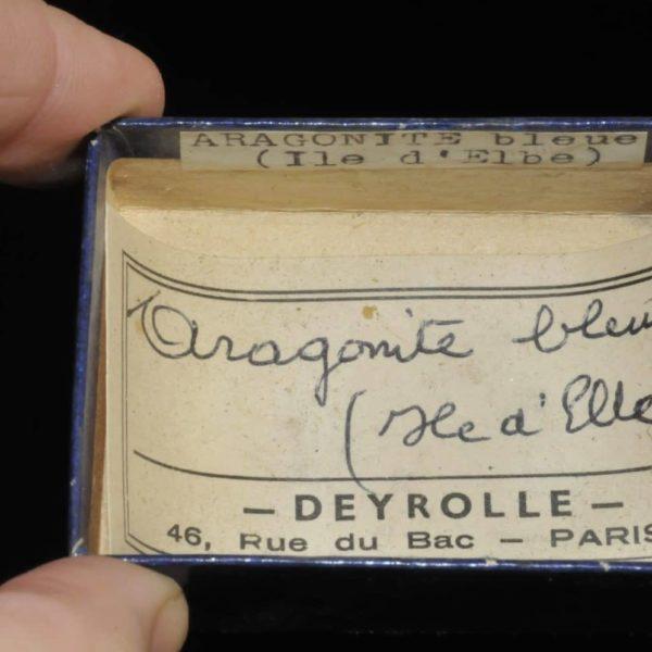 Aragonite bleue de l'île d'Elbe en Italie (ex Deyrolle).