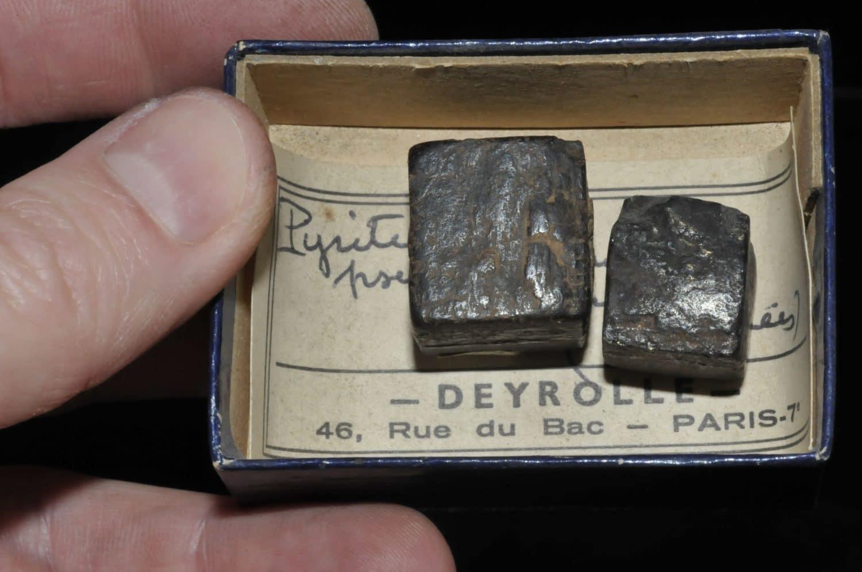 Pyrite pseudomorphose en limonite des Pyrénées (ex Deyrolle).