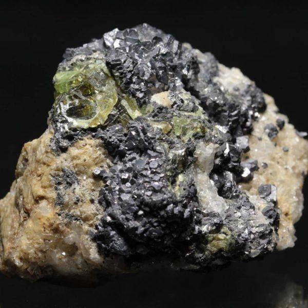 Sphalérite verte (blende) avec quartz et sidérite d'Allevard (Isère).