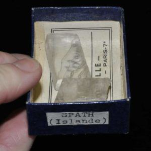 Spath d'Islande (calcite biréfringente) .