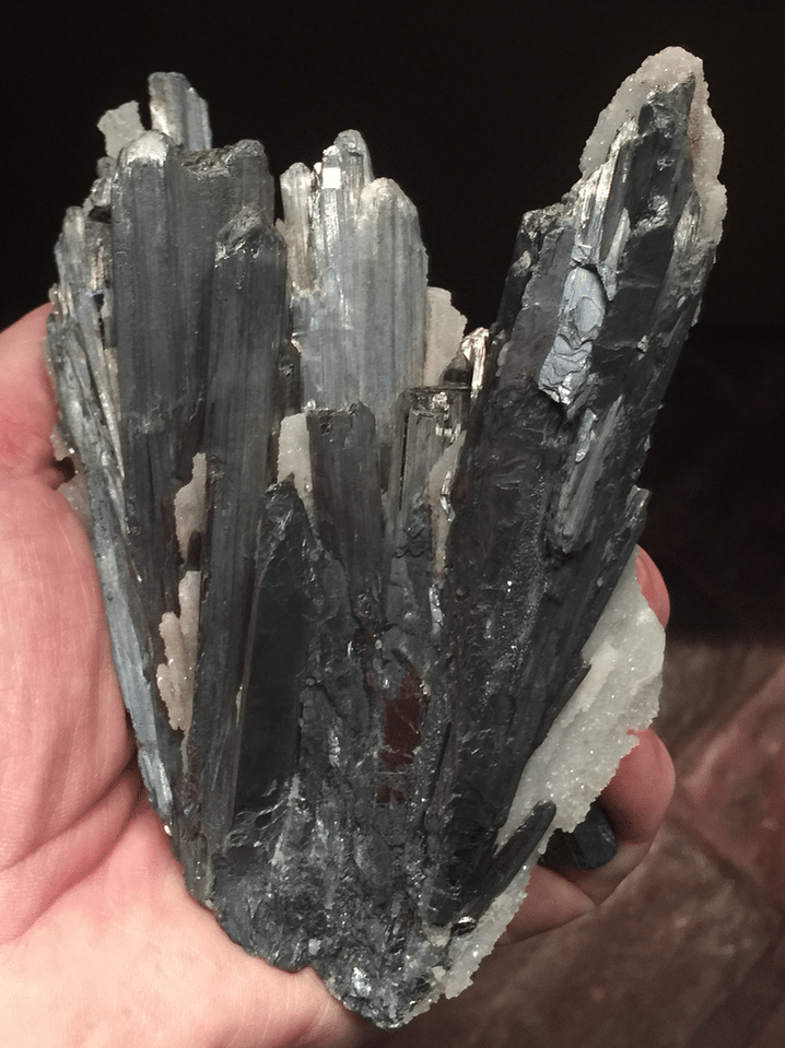 Stibine de la mine du Dahu à Lubilhac (Auvergne).