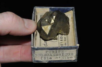 Pyrite dodécaédrite de l'île d'Elbe en Italie (ex Deyrolle).