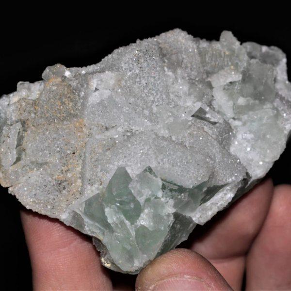 Fluorite en octaèdre recouvert de quartz en provenance de la mine de Fontsante dans le Var