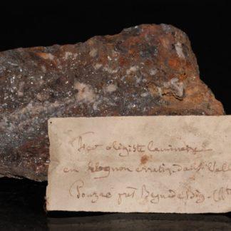 Hématite de Pouzac dans les Hautes-Pyrénées (étiquettes anciennes)