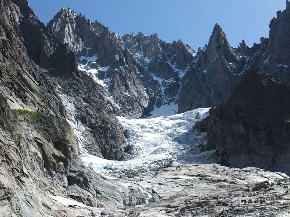 Le massif du Mont-Blanc à Chamonix (Haute-Savoie).