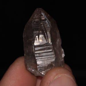 Cristal de quartz fumé associé à de la dravite, massif de la Lauzière, Savoie.