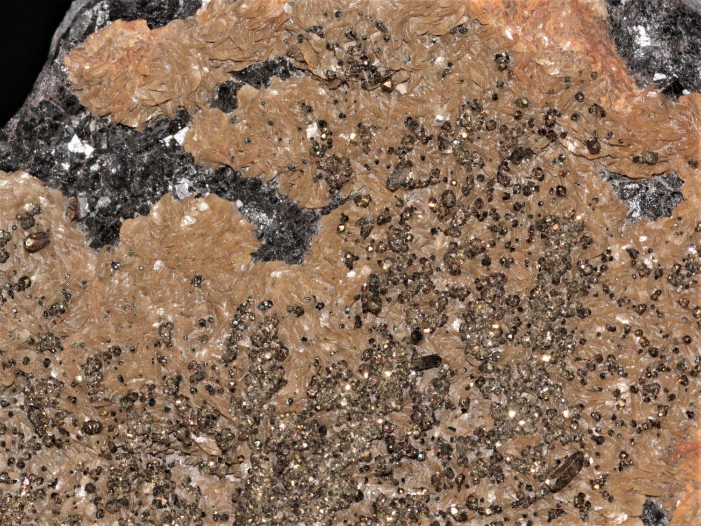 Sphalérite, sidérite et chalcopyrite de la carrière du Rivet, dans le Tarn