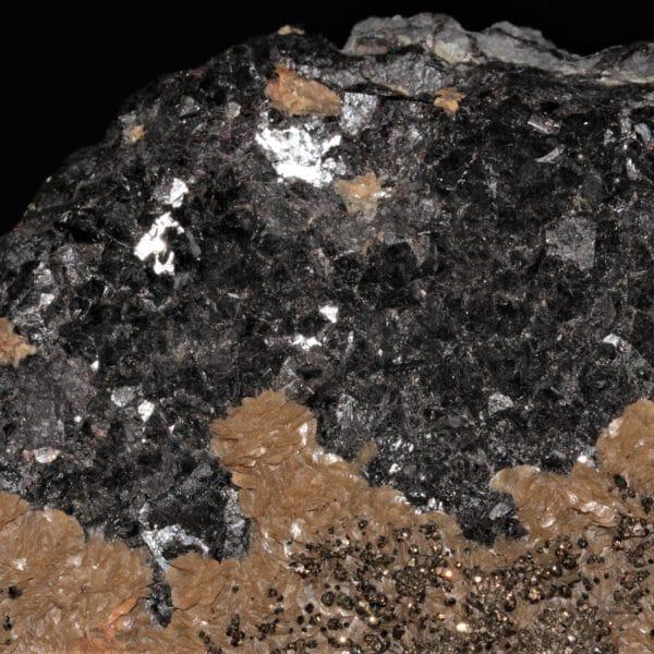 Sphalérite, sidérite et chalcopyrite de la carrière du Rivet, dans le Tarn.