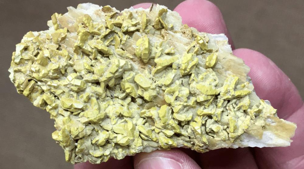 Bindheimite après cristaux de bournonite, Usclas-du-Bosc, près de Loiras, Hérault.
