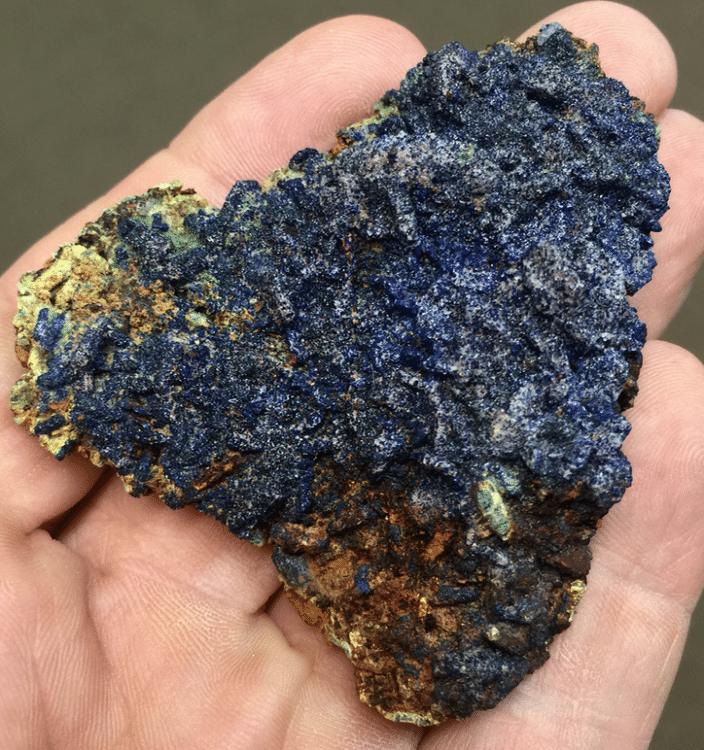 Bournonite, azurite, smithsonite et bindheimite, Usclas-du-Bosc, Hérault.