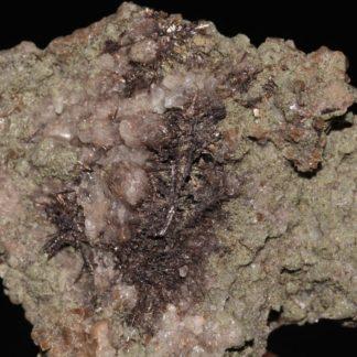 Tourmaline dravite sur plaque d'albite de la Lauzière en Savoie.