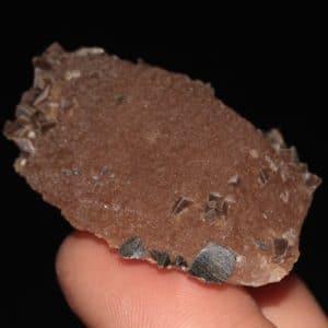 Quartz recouvert de cristaux d'anatase et d'adulaire de la Lauzière en Savoie.