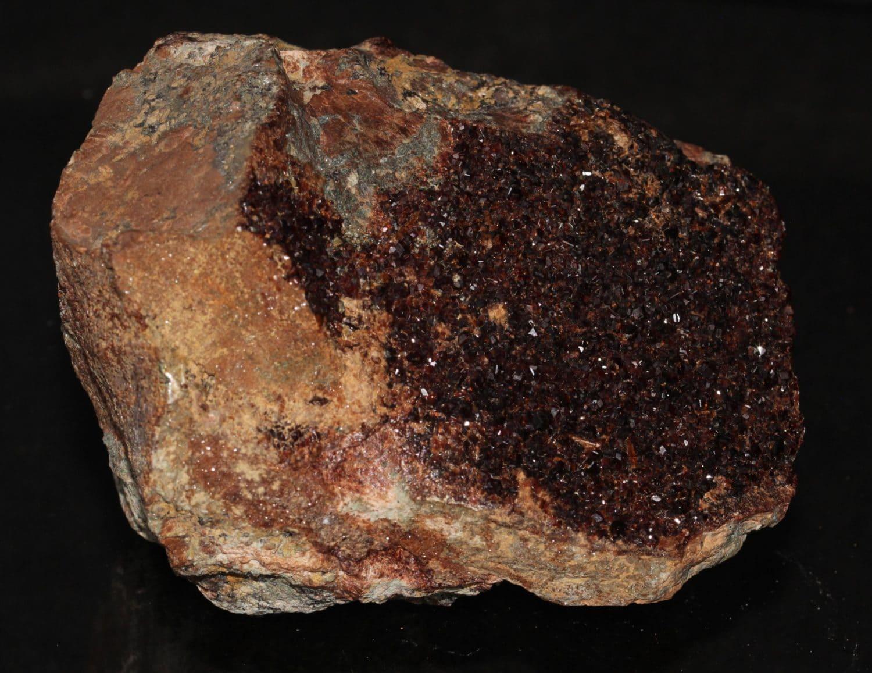 Grenat hessonite et vesuvianite, Val d'Ala, Piémont, Italie.