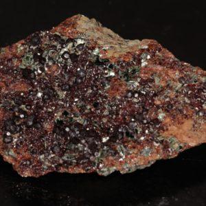 Grenat (variété grossulaire) et clinochlore, Val d'Ala, Italie.