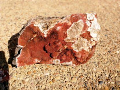 Nettoyage d'un bloc de quartz hématoïde de Péret dans l'Hérault : après.