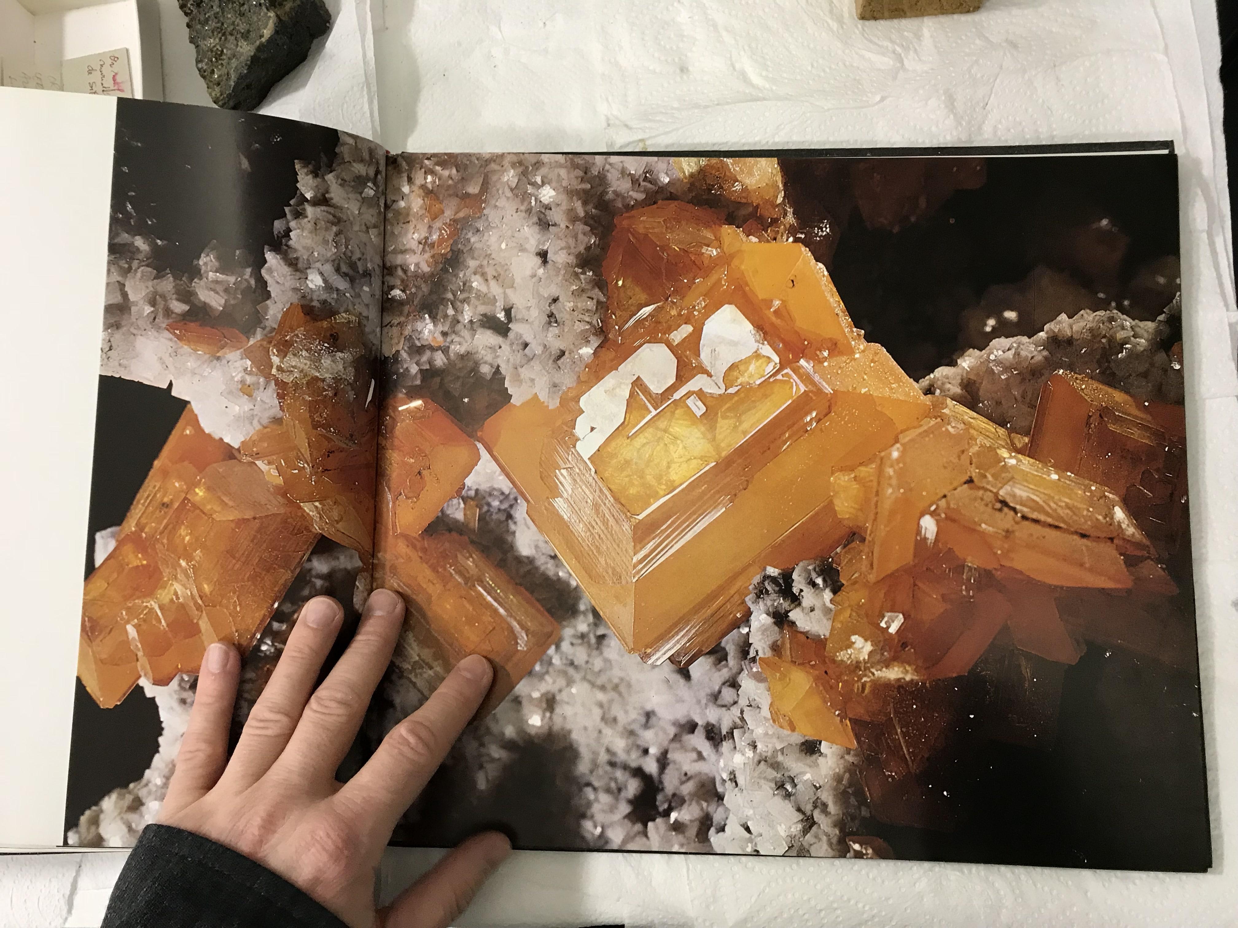 Beau livre sur les minéraux avec de nombreuses photos, en allemand, Zauber welt der Mineralien (Medenbach / Wilk).