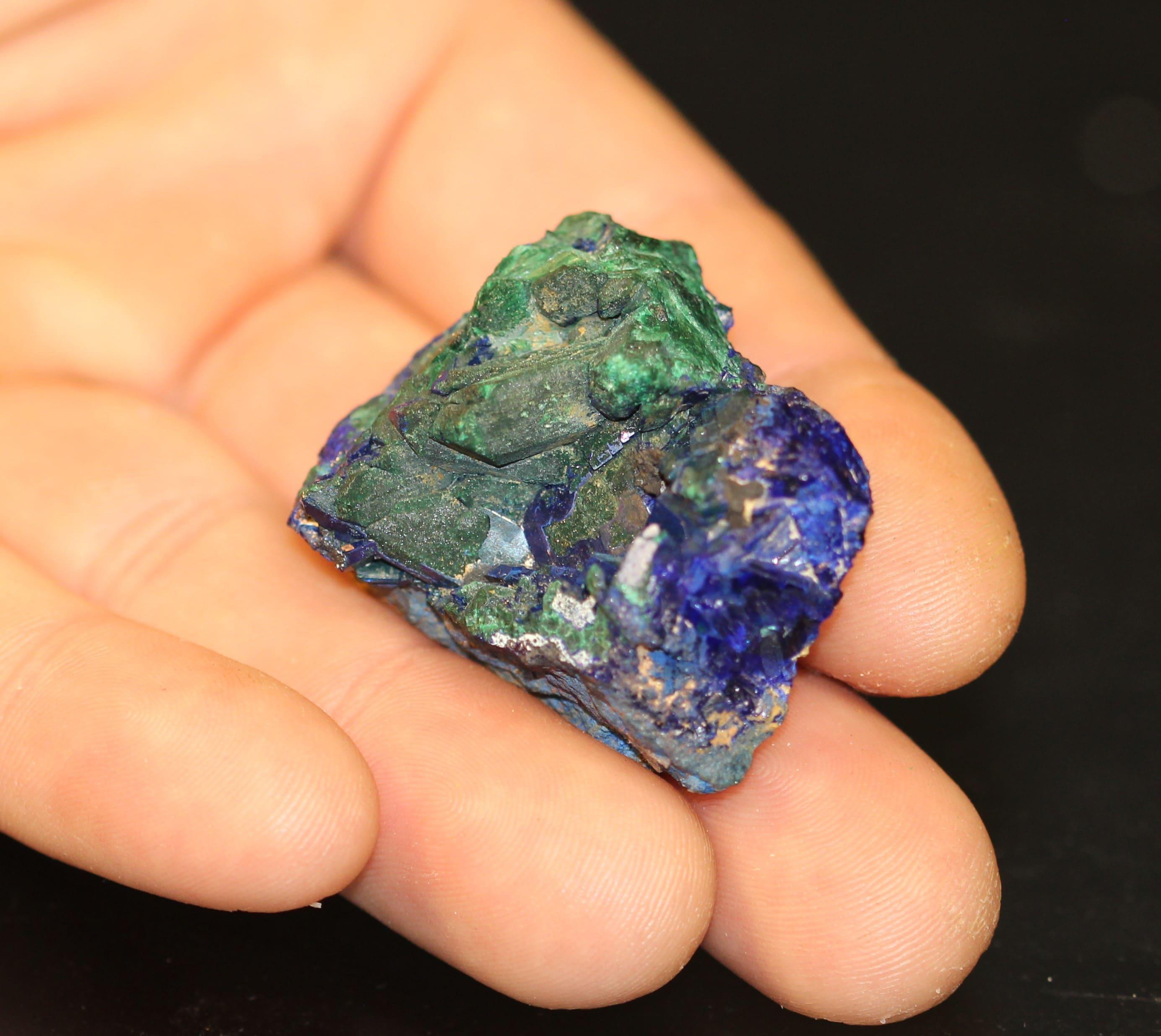 Pseudomorphose d'azurite en malachite, mine de Chessy, Rhône-Alpes.