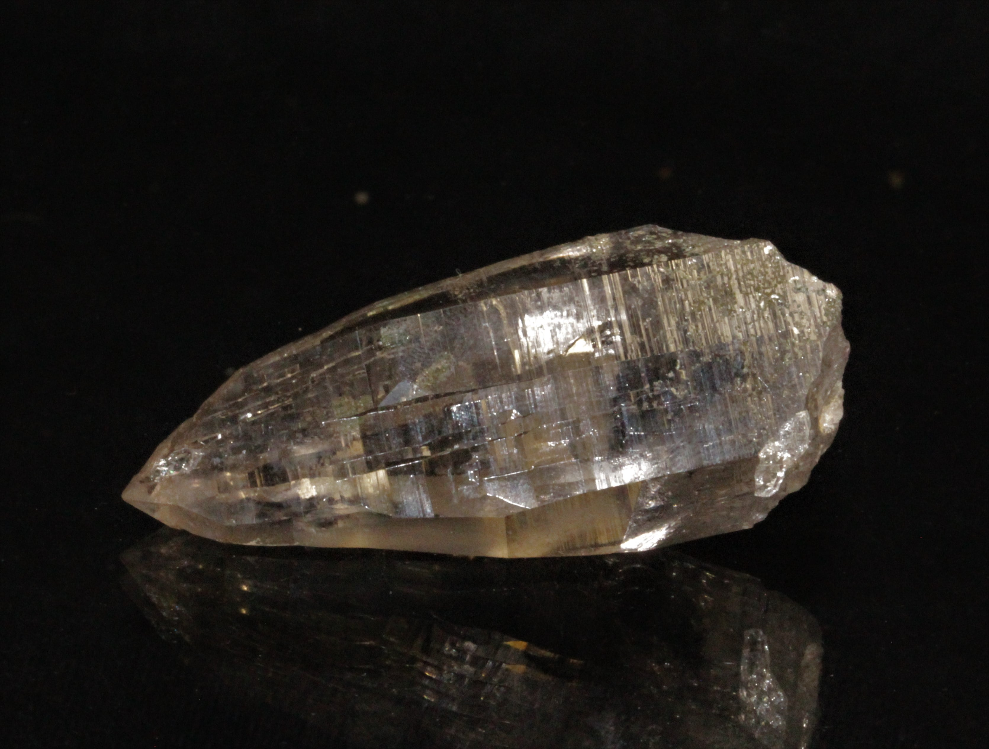 Cristal de Quartz habitus Tessiner, Piora, Quinto, Tessin, Suisse.