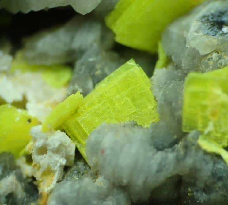 Autunite et quartz fumé de Vénachat en Haute-Vienne (Limousin).