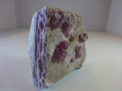 Fluorite violette de la mine Maine-Reclesne, Saône-et-Loire.