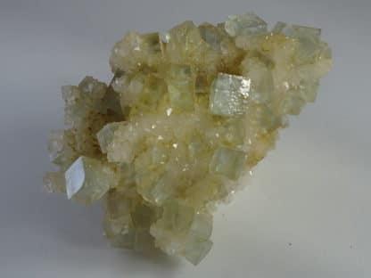 Fluorine bleue et chalcopyrite sur quartz, mine du Burc, Le Burg, Tarn.