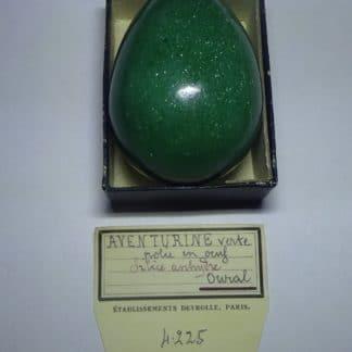 Aventurine verte, polie en œuf, Oural, Russie.