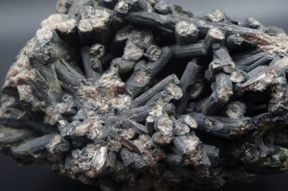 Sexangulite (pyromorphite en galène), Huelgoat, Finistère, Bretagne.
