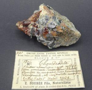 Chondrodite, magnétite et clinochlore, Tilly Foster Mine, New York, USA.