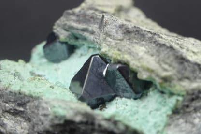 Cuprite sur chrysocolle, mine de Mashamba, Katanga, Congo.
