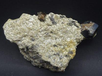 Cassitérite dans Muscovite, mine de La Villeder, Roc Saint André. (56)