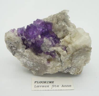 Fluorite violette sur calcite, Lavaux-Sainte-Anne, Namur, Belgique.