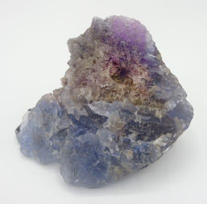 Fluorite bicolore, carrière du Boltry, Seilles, Belgique.