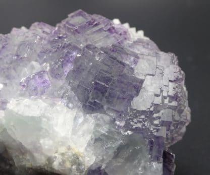 Fluorite violette à fantômes et quartz pyramidal, sud 3, Fontsante, Var.