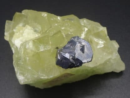 Galène maclée sur fluorite jaune, Fontsante, Var (83).