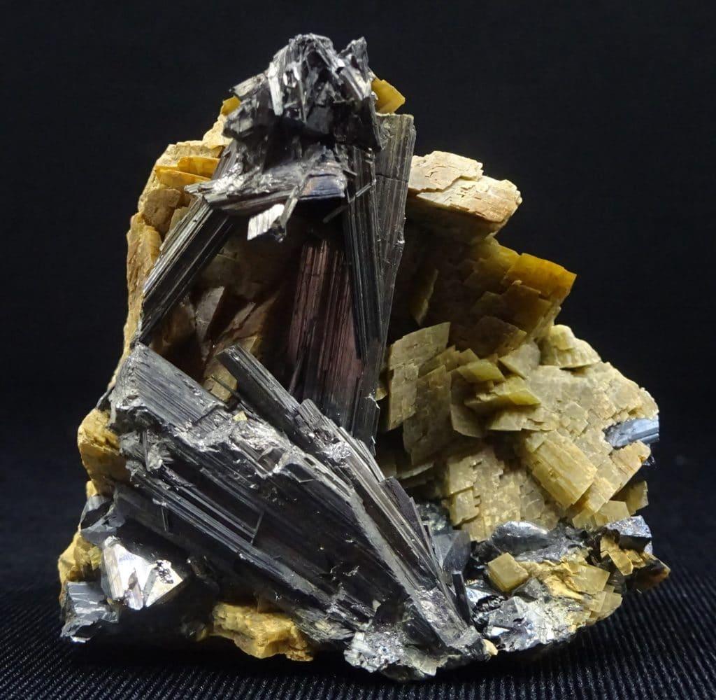 Zinkénite, tétraédrite sur sidérite de Saint-Pons, Alpes-de-Haute-Provence.