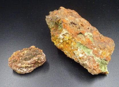 Olivenite aciculaire, Cornwall, Royaume-Uni.