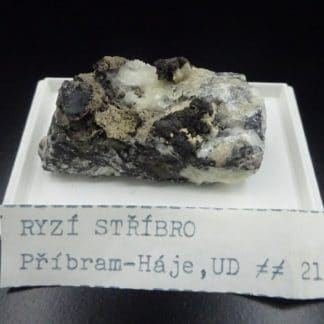 Argent natif sur calcite, Pribram, République Tchèque.