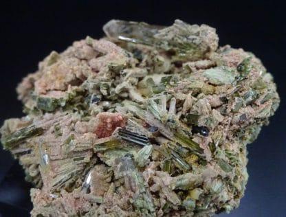 Epidote et quartz, Quenast, Rebecq, Wallonie, Belgique.