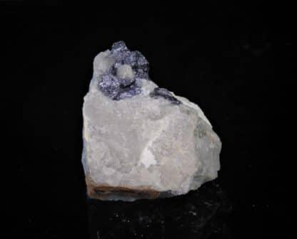 Molybdite (molybdénite) et quartz, Mont Larron, Saint-Julien-le-Petit, Haute-Vienne, Limousin.
