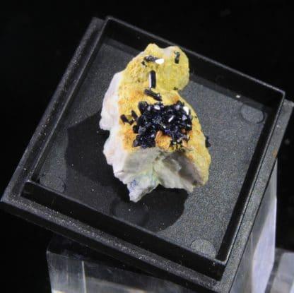 Azurite en cristaux prismatiques, Le-Mas-Dieu, Laval-Pradel, Gard.