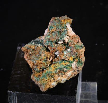 Malachite, cristaux en aiguilles, Le Mas d'Alary, Lodève, Hérault.