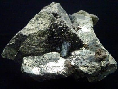 Ludlamite sur pyrite, mine de Salsigne, Aude.