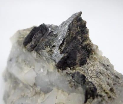 Bismuthinite sur Quartz, Meymac, Corrèze, Aquitaine, France.