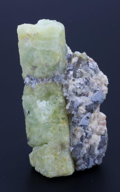 Béryl jaune, mine de Vénachat, Haute-Vienne, Limousin.