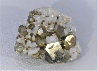 Pyrite maclée sur Dolomite, Batère, Corsavy, Pyrénées-Orientales.