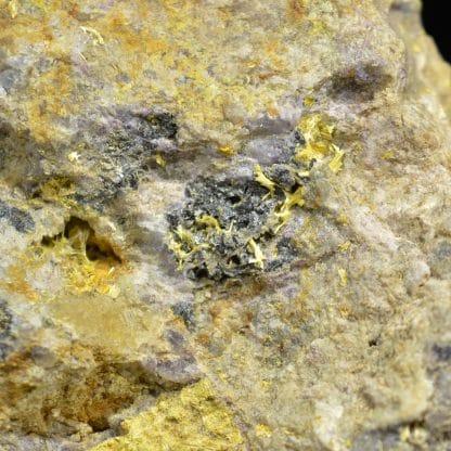 Prixite ou Mimétite, mine des Molérats, Saint-Prix, Saône-et-Loire.